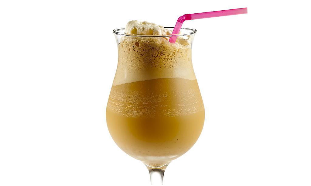 Eiskaffee Frappé mit Vanilleeis
